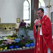 Fr. Cunningham has a Present for all DSC_6971